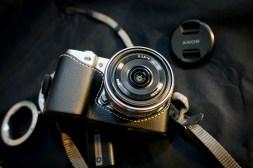 Sony Nex 5 con custodia e 16mm / 2.8 (senza filtro UV)