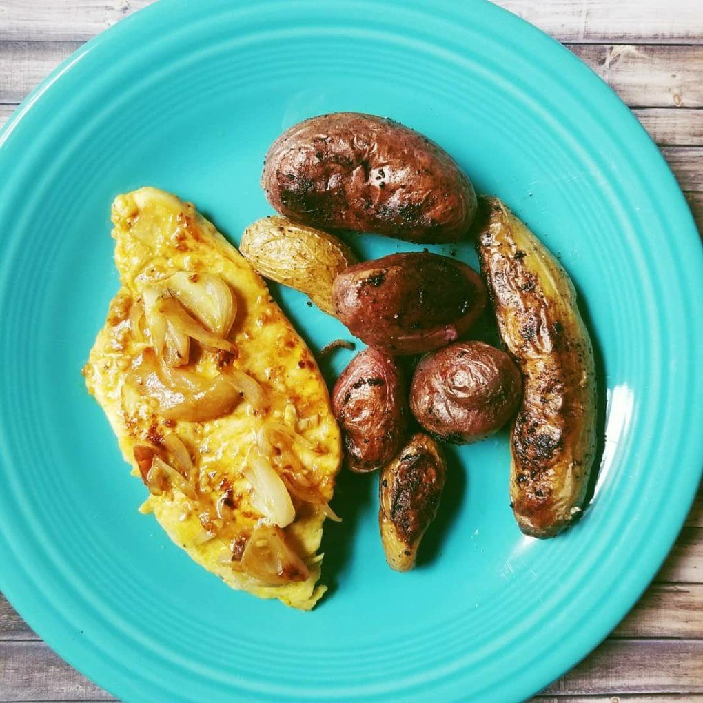 Simple, Easy, and Delicious Lemon Turmeric Chicken With Primal Kitchen Foods served with roasted fingerling potatoes