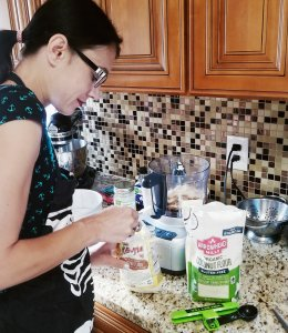 Give It A Whirl Girl creating a paleo & vegan no-bake cookie dough cheesecake