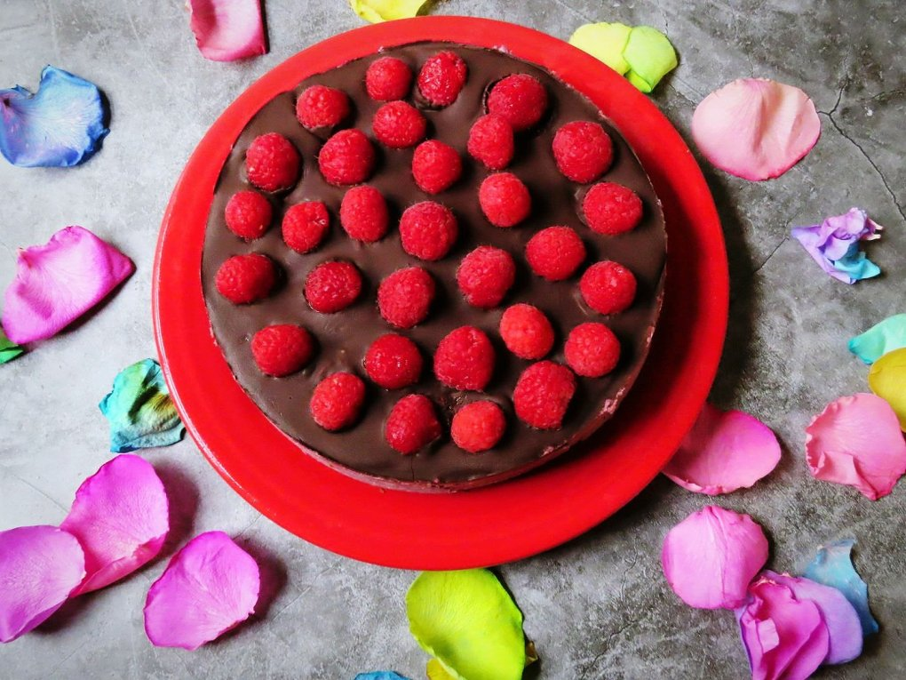 Paleo Dark Chocolate Raspberry Cheesecake Recipe (Vegan, Gluten-Free) GIVE IT A WHIRL GIRL