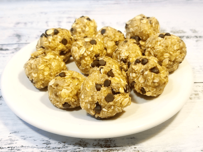 Oatmeal Chocolate Chip Energy Balls