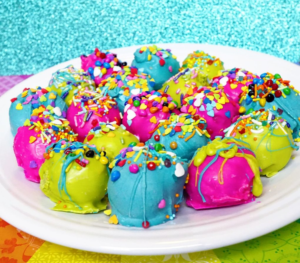 Which Super Duper Moist Cake Ball will you try first? The cheesecake or pistachio?