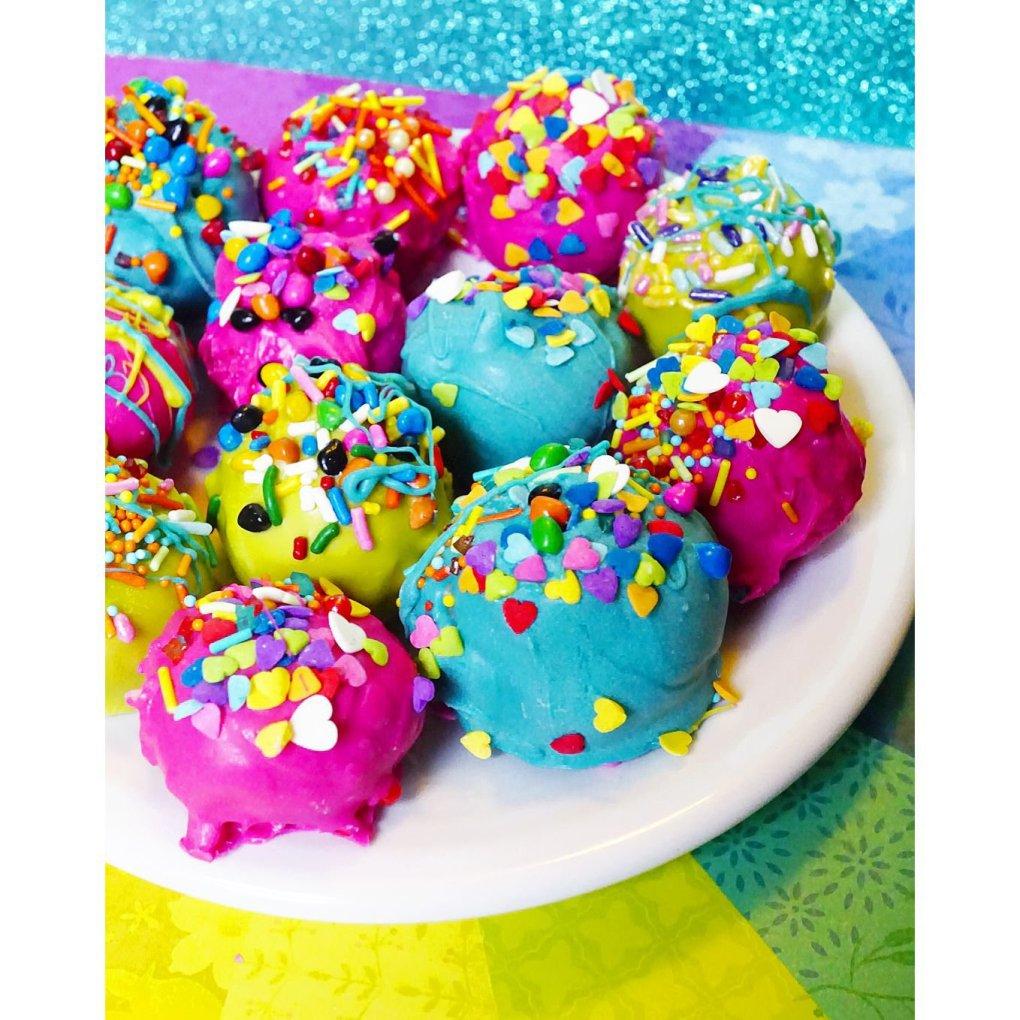 Mmmm mmm MOIST cake balls! Nom Nom Nom!