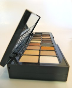 NYX Nude on Nude open close up