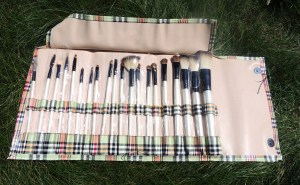 20 makeup brush set open