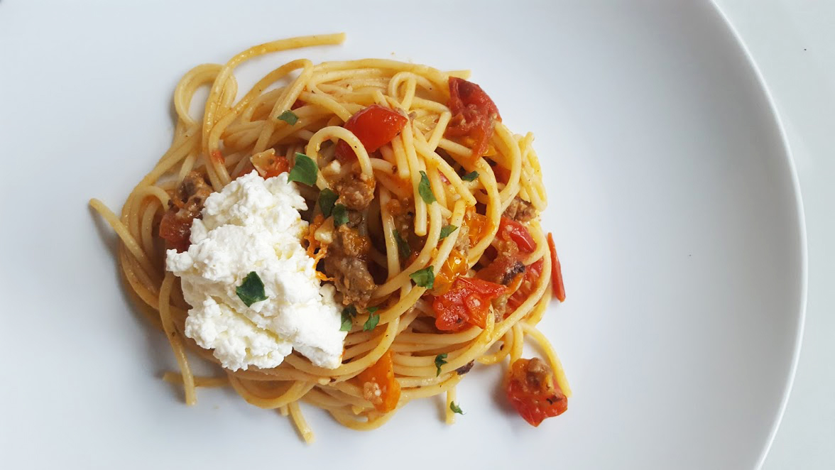 spaghetti with tomatoes and fresh ricotta