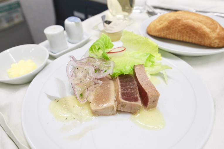Grilled Tuna with Lemon Dressing (2.5)