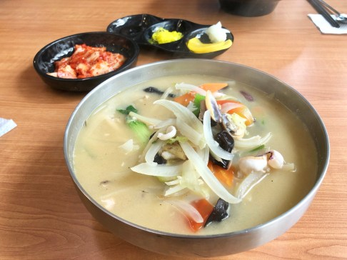 Hayan (white) Jjamppong (3.25): mild, rich broth.