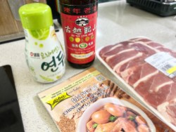To give the meat a bit of flavor, I brushed the pieces with a marinade of Yeondu + Shaoxing rice wine + five-spice powder.