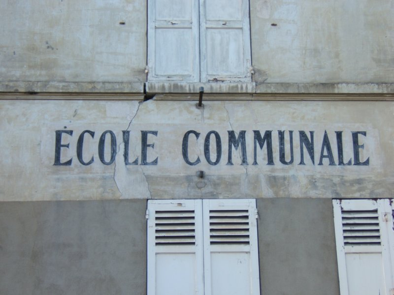 https://i2.wp.com/givernews.com/images/photo06/ecole-communale.jpg