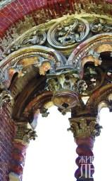 Верхняя часть готической галереи