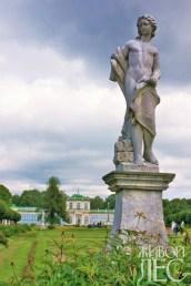 Статуя в партере