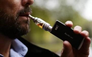 I medici inglesi consigliano l'utilizzo di sigarette elettroniche per i fumatori