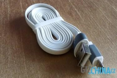 Plochý kábel redukuje možnosť zamotania