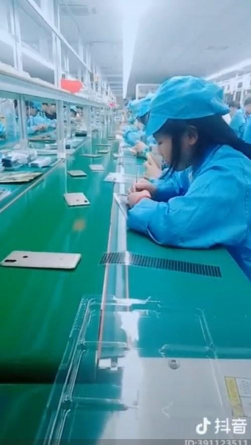 xiaomi-mi-max-3-back-panel-catena-di-produzione