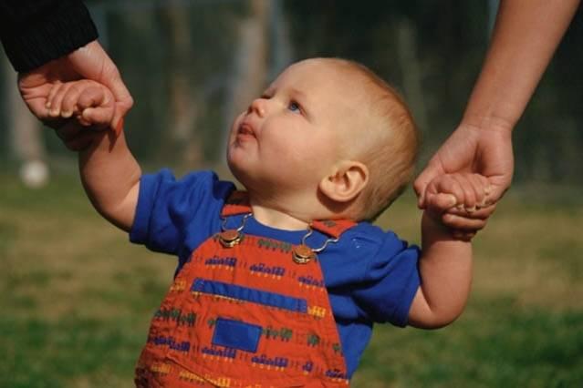 Bagaimana Melatih Bayi Berjalan