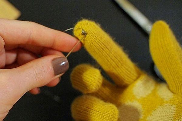 f5704ac47c74ed7b_gloves
