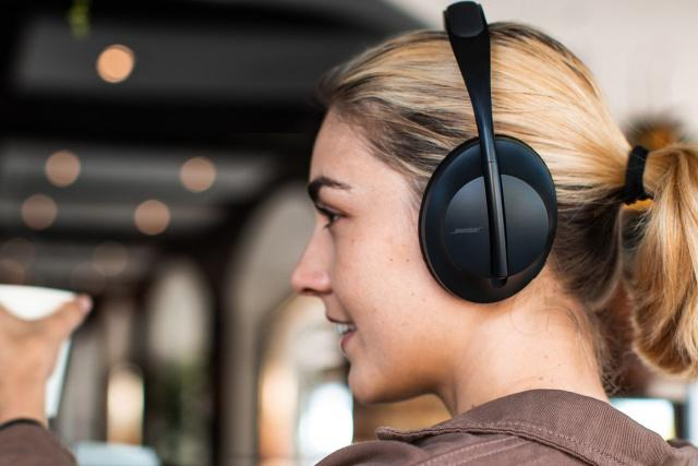 Bose-Headphones-700.png-2