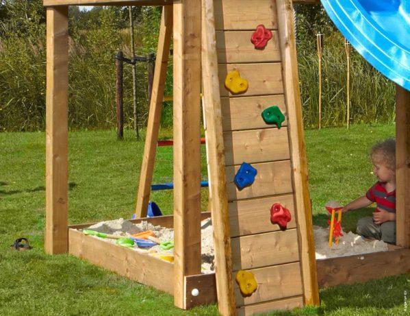 Spielturm Villa mit Kletterwand