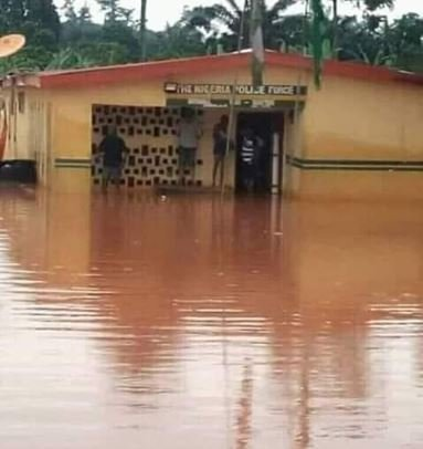Police Station Flooded After Rainfall As Nigerians React (Photos) 1