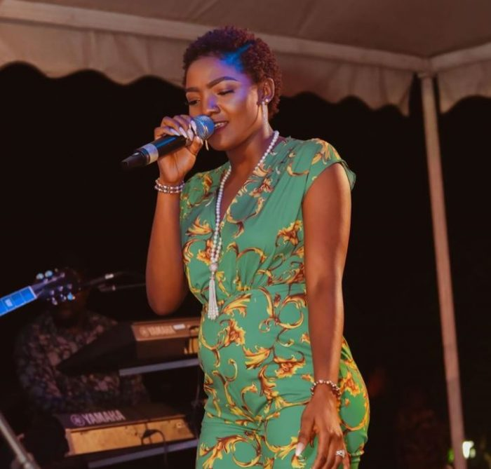 WOW!! Simi Has Finally Come Out To Show Off Pregnancy (See Photo) 1