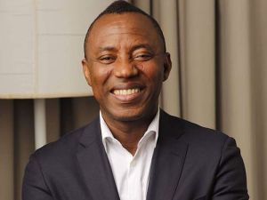 See What Sowore Told Nigerians In UK To Do At The Hospital Buhari Will Be In 2