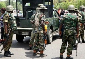 Policeman Slaps Soldier In Aba, What The Soldier Did Next Will Shock You
