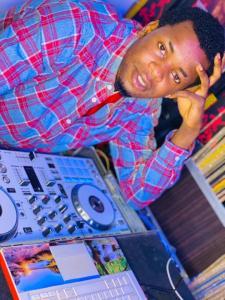 Download Dj Notime - Vibez with the DJ Mixtape