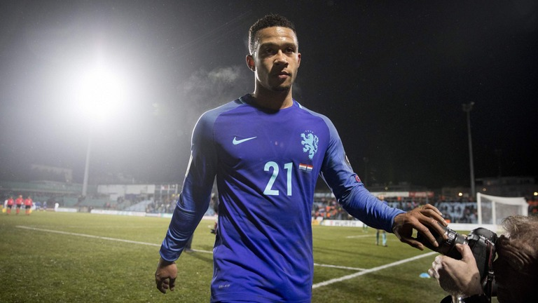 Barcelona Complete Signing Of Memphis Depay