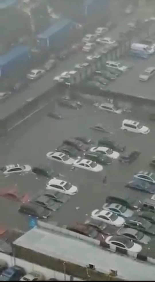 Heavy Flooding In Marina Lagos Drowns Cars (See Photo) 2