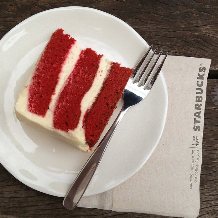 bolo-red-velvet-starbucks-brasil-continua-depois-do-natal-blog-geek-publicitario