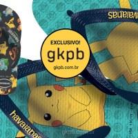 Imagem mostra dois chinelos Havaianas um com estampa do Pikachu e outro dele acompanhado com Squirtle, Charmander e Bulbassauro