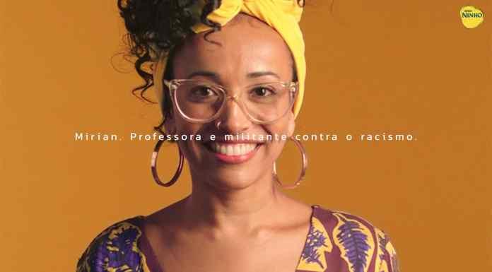 Mirian para a foto de divulgação da campanha de Dia das Mães de Ninho. A foto apresenta a Mirian sorrindo com a frase