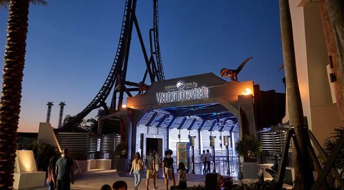 Entrada da nova montanha-russa de Jurassic World da Universal Orlando Resort.