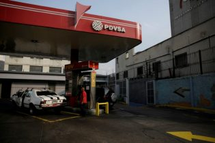 Venezuela's PDVSA oil revenue tumbles amid lower prices, production