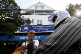Cambodia's opposition gives up posts after ban