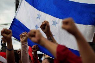Honduran protesters, police clash in escalating election crisis