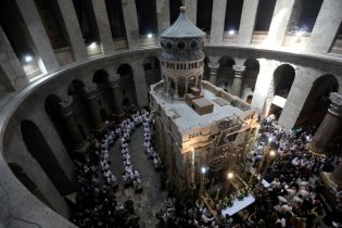 Jerusalem's Church of the Holy Sepulchre shut in land policy protest