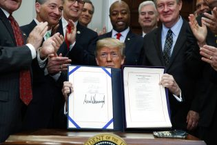 President Trump Signs Biggest Rollback of Bank Rules Since Financial Crisis