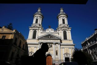 Chile prosecutors raid Catholic Church offices amid sex abuse probe
