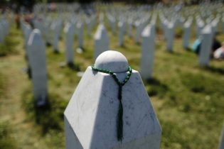 U.S. criticizes Serb vote to overturn Srebrenica massacre report