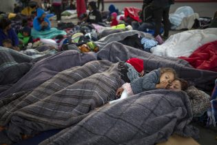 Pregnant teen from migrant caravan gives birth to 'anchor baby' after scaling border fence