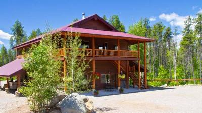 West Glacier Lodging, Ridgetop Retreat, Glacier Outdoor Center