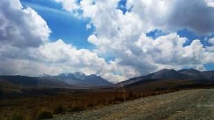 Po lewej - masyw Huayna Potosi (6088 m), po prawej - Chacaltaya (5400 m). Fot. J. Małecki