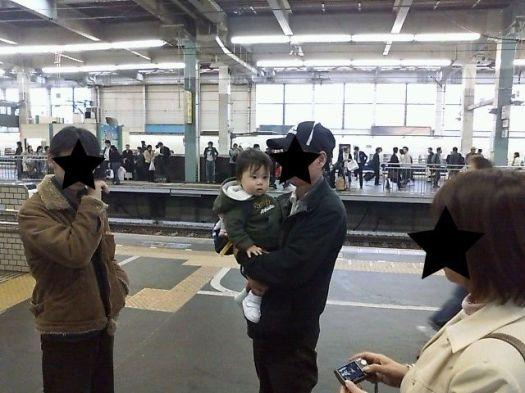 広島駅で名残惜しむ