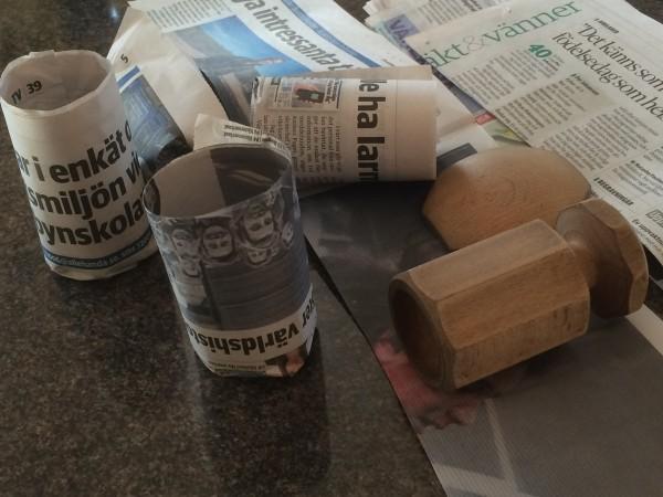 Krukmakare gör krukor av tidningspapper