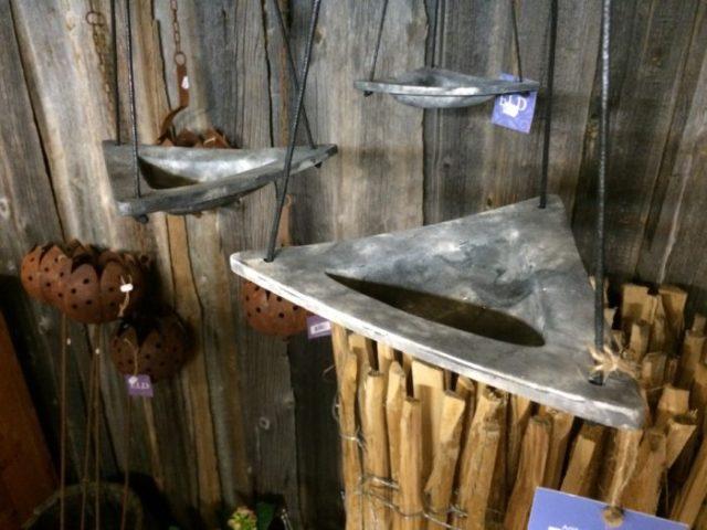fågelbad med hänge