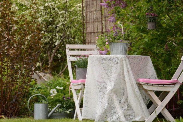 Tidningsbild från trädgården i Salsåker
