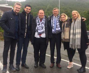 Vi har latt oss sjarmere -jeg og varaordfører Jarle Aarbakke er blitt Sjarmtrollan supportere.