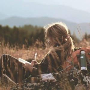 Kvinna natur skriver